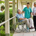 Wann wird ein Pflegeheim die beste Lösung für die Familie?